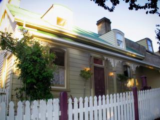 Ellie's Place on City Park- award winning property - Launceston vacation rentals