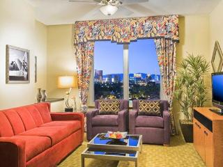 New art-deco inspired resort with year-round pool and free shuttle to the Vegas strip - Las Vegas vacation rentals
