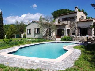 Casa dei Papaveri, Spacious 3 Bedroom Villa with a Garden and Terrace - Saint-Cezaire-sur-Siagne vacation rentals