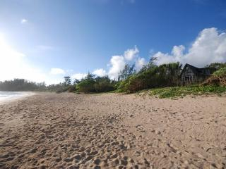 Malaekahana Beachfront Estate: 1.5 Acres w Hot Tub - Kahuku vacation rentals