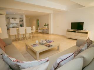 Spacious 2 Bedroom Apartment in Cartagena - Colombia vacation rentals