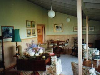 Jindivick Gardens 3 Nights Dinner B&B $450/couple. - Jindivick vacation rentals
