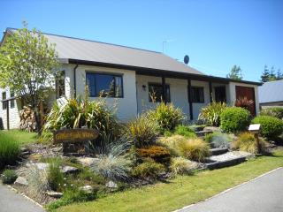 Criffel Peak View 3 bedroom cosy cottage - Wanaka vacation rentals