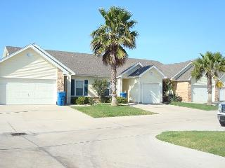 Cute 2 bedroom 2 bath townhouse just a few minutes to the beach! - Port Aransas vacation rentals