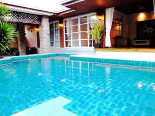 4 Bedroom Bungalow Walking Street 10 Minutes Away - Pattaya vacation rentals
