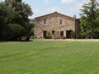 Nice Farmhouse Barn with Internet Access and Satellite Or Cable TV in Perugia - Perugia vacation rentals