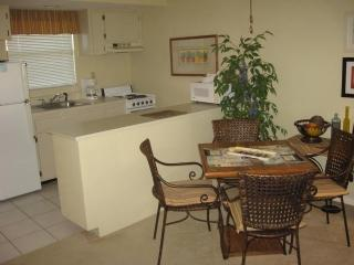 Dinning - Tommy Bahama style Resort Condo located close to shopping - Marco Island - rentals
