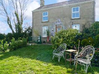 HILLSIDE COTTAGE, romantic cottage with WiFi and a garden, in Peasedown Saint John, Ref 14158 - Dundry vacation rentals
