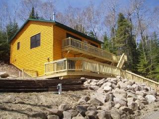 Wintergreen Winterized, Deluxe, Fireplace, Air Tub - Ely vacation rentals