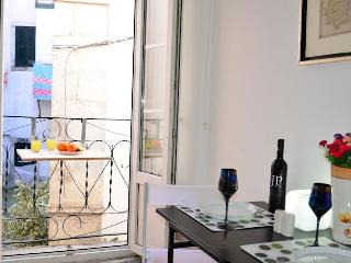 ALFAMA II, historic penthouse & french balcony - Lisbon vacation rentals