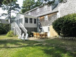 WONDERFUL CAPE STYLE BREWSTER HOME WITH 3 BEDROOMS AND 2.5 BATHS - Brewster vacation rentals