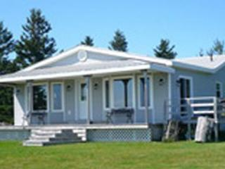 Cozy Cottage with Deck and Internet Access - Murray Harbour vacation rentals