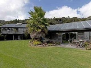 2) Family Studio, 2 rooms for 5 Guests - Paihia vacation rentals