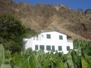 House between Mountains & Ocean quiet specatcular views! - House 50M from beach! Quiet fields Warmest zone! - Calheta - rentals