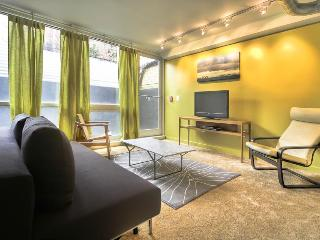 1 Block to Convention Center Dc on a Budget! - Washington DC vacation rentals