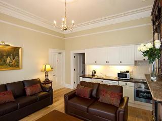 Luxurious Victorian Apt slp 6, just 10 min to city - Dublin vacation rentals