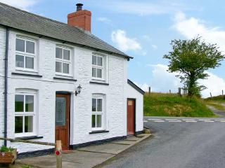 PLYNLIMON VIEW multi-fuel stove, beautiful location, ensuite bathroom in - Devil's Bridge (Pontarfynach) vacation rentals