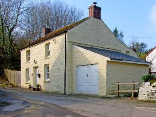 STAR MILL COTTAGE, detached cottage, woodburner, alongside stream near Cardigan, Ref: 13722 - Ceredigion vacation rentals