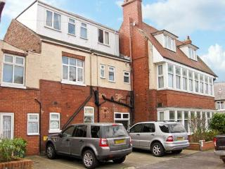 SOUTH BAY, semi-detached property, many en-suites, playroom, electric fire, two minute walk to the beach, in Bridlington, Ref 14904 - Bridlington vacation rentals
