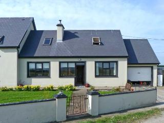 RAHONA ROOTS, single storey cottage, with two bedrooms, multi-fuel stove, and two gardens, close to Carrigaholt, Ref 9244 - Carrigaholt vacation rentals