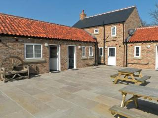 SEA VIEW COTTAGE, red brick cottage, sleeping five people, with woodburning stove and patio area in Barmston, Ref 12525 - Bridlington vacation rentals