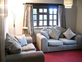 YEW TREE COTTAGE superb view, pet friendly family cottage in village of Little Malvern near Malvern Ref 14038 - Little Malvern vacation rentals