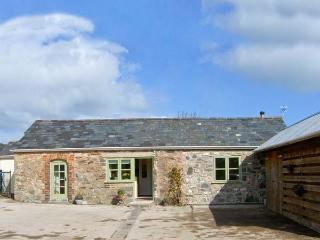 STONE COTTAGE, single-storey, garden, woodburner near Denbigh, Ref 9924 - Denbigh vacation rentals