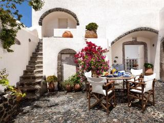 Elegant Villa with authentic style and jacuzzi - Pyrgos vacation rentals