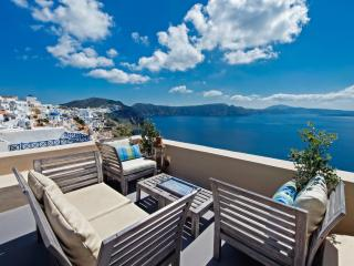LUCKY HOMES OIA: PERFECT HIDEAWAY STUDIO! - Oia vacation rentals