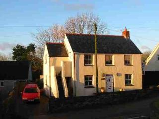 Comfortable 3 bedroom House in Llanrhian with Deck - Llanrhian vacation rentals