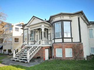 Oceanside Suite in James Bay Heritage 6-Plex - Victoria vacation rentals