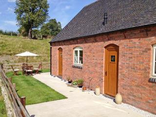 DEER CROFT COTTAGE, pet-friendly cottage with a garden in an isolated position near Turnditch, Ref 13048 - Derbyshire vacation rentals