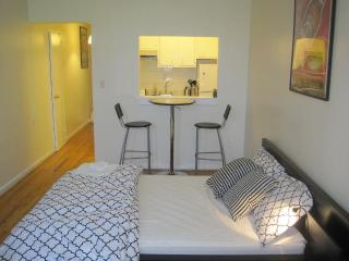 HEART OF MANHATTAN - ELEVATOR APARTMENT - New York City vacation rentals