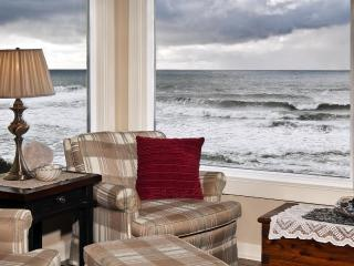 3rd Night Free thru 12/18-- Seamist-Oceanfront Home - Lincoln City vacation rentals