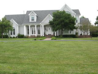 Perfect Bed and Breakfast with A/C and Hot Tub - Georgetown vacation rentals