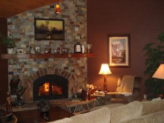 Yosemite / Bass Lake Romantic Bed and Kitchen - Yosemite Area vacation rentals