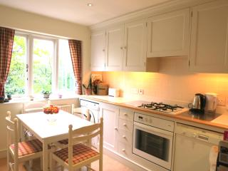 Charming 1 Bedroom Apartment in Fulham - London vacation rentals