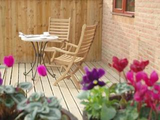Comfortable Cottage with Deck and Dishwasher - Whitby vacation rentals