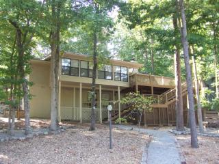 Luxury Lakefront Home In Golf Paradise-WIRELESS*email: krlaib@sbcglobal.net - Hot Springs Village vacation rentals