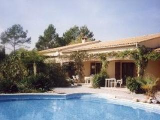 Wonderful 2 Bedroom Vacation Home in Les Arcs sur Argens, Provence - Les Arcs sur Argens vacation rentals