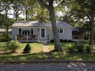 Comfy 3 Bd Vineyard Home - 1/2 Mile To Beach - Vineyard Haven vacation rentals