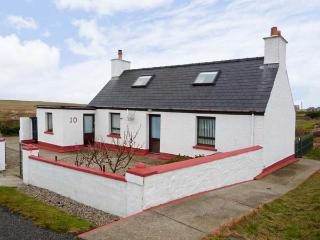 THE WOODCARVER'S COTTAGE, peaceful cottage with an open fire and a garden, on the Isle of Lewis, Ref12535 - Isle of Lewis vacation rentals