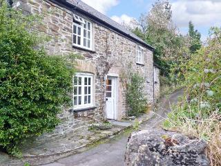 WEST END COTTAGE, luxury property with two woodburners and a garden, in St germans, Ref 14187 - Saltash vacation rentals