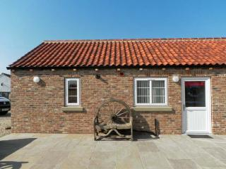 WHEEL WRIGHTS COTTAGE, single storey cottage with double bedroom, open plan living area, and patio in Barmston, Ref 9888 - Bridlington vacation rentals
