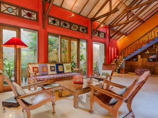 Stunning, Spacious, Colorfully Artistic Bali House - Bali vacation rentals