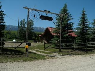 Enchanting log cabin, trout pond you can fish,  stunning mtn views, quiet - Red Lodge vacation rentals