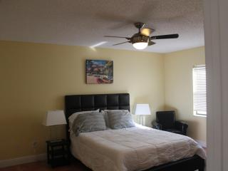 Sunny Cocoa Beach 2 Bedroom Condo Walk to Pier & B - Cocoa Beach vacation rentals