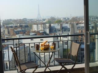 Luxury Designer 1 Bedroom Apartment with Terrace View - Paris vacation rentals