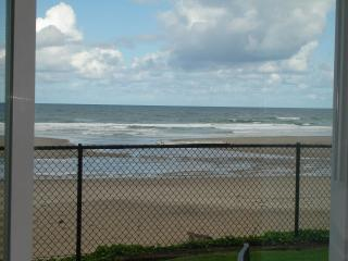 Oceanfront, King, Groundfloor, Pool, WiFi - Lincoln City vacation rentals