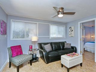 Siesta Key 2/1 Updated Modern/Contemporary Decor - Siesta Key vacation rentals